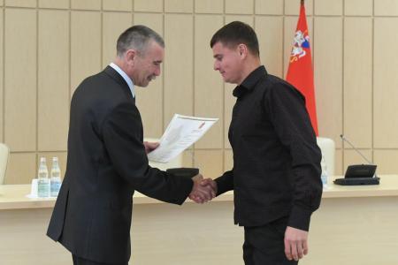 Спортивному тренеру из Коломны вручили сертификат на социальную ипотеку