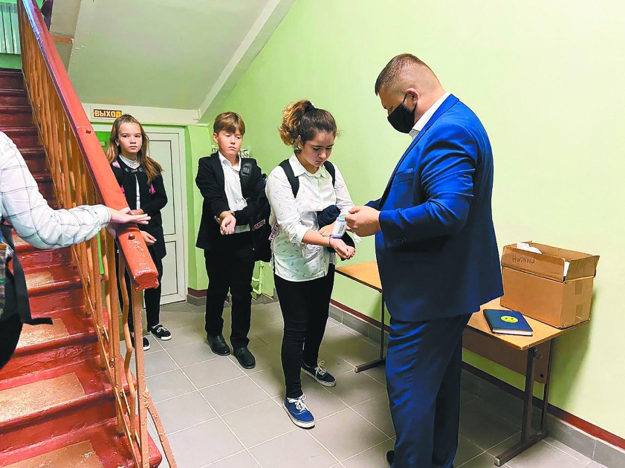 Коломенцам рассказали, какие меры принимают в школах в условиях новых ограничений по СOVID-19