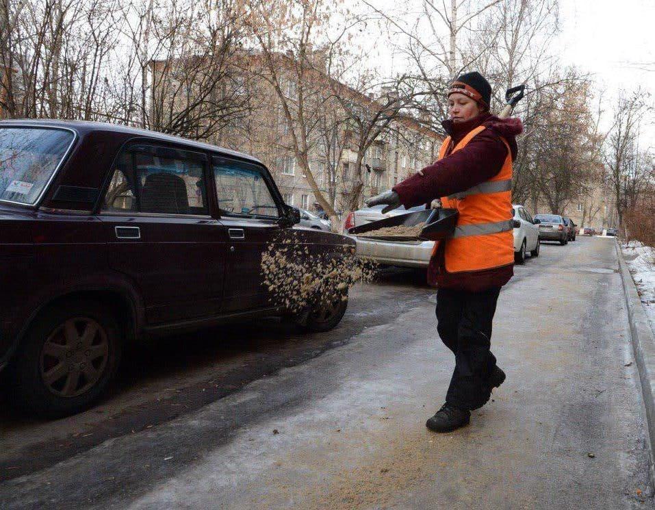 Денис Лебедев попросил жителей быть осторожнее из-за последствий ледяного дождя и мокрого снега