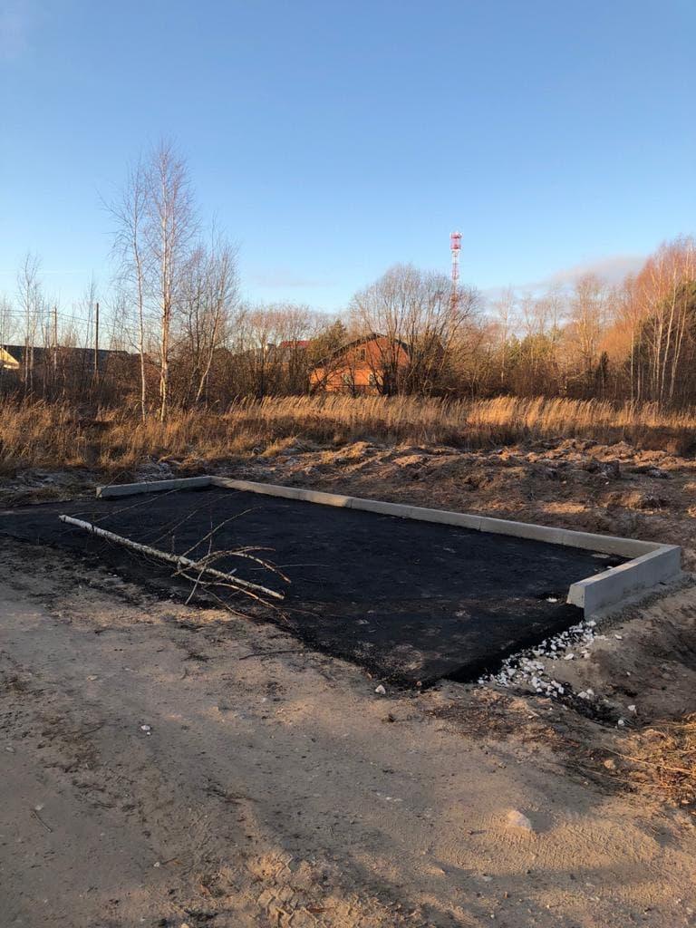 В Пирочах продолжается строительство новой контейнерной площадки