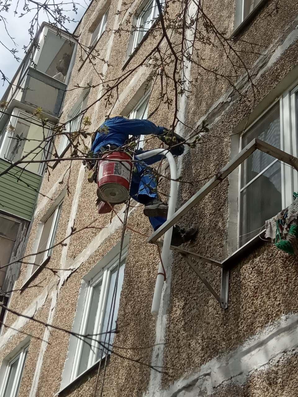 Управляющая компания ООО «ДГХ» организовала обучение трёх молодых коломенцев профессии промышленного альпиниста