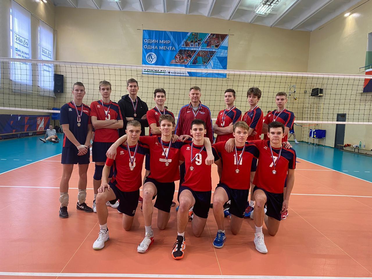 Коломенец в составе областной сборной стал лидером турнира первенства России по волейболу
