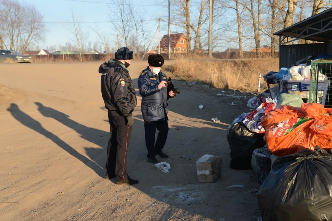 Рейд по выявлению несанкционированного сброса строительных отходов на сельских территориях провели сотрудники Госадмтехнадзора