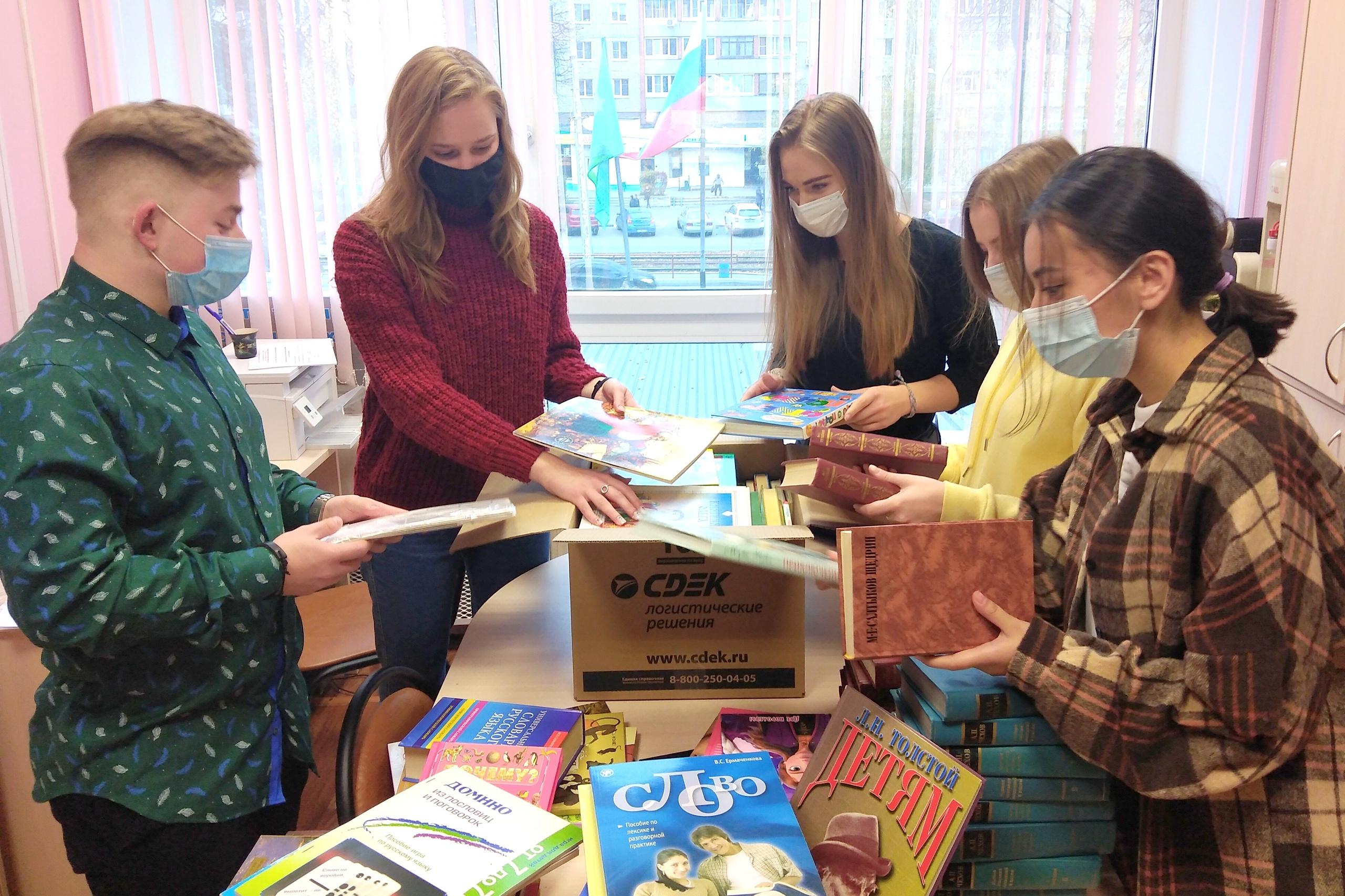 Коломенский вуз подарил юным сербам книги на русском языке