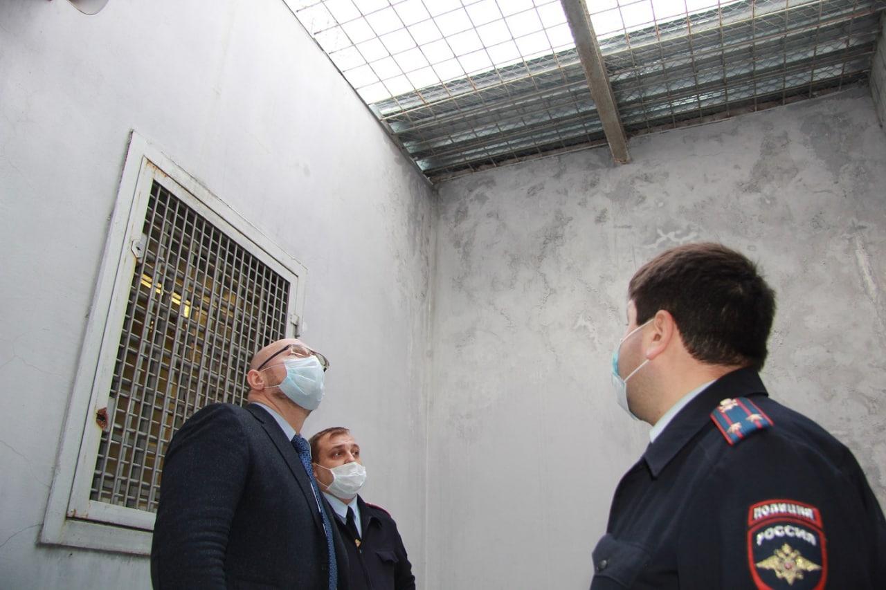 Общественник подмосковного Главка МВД России проверил коломенский изолятор временного содержания