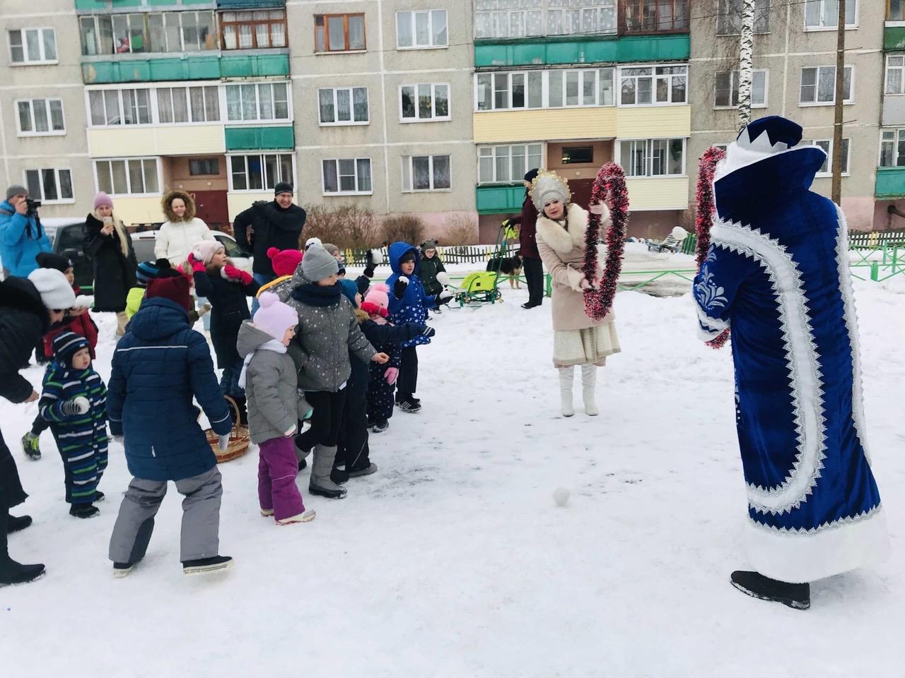 Для детворы из Черкизова и Северского прошли новогодние программы на свежем воздухе