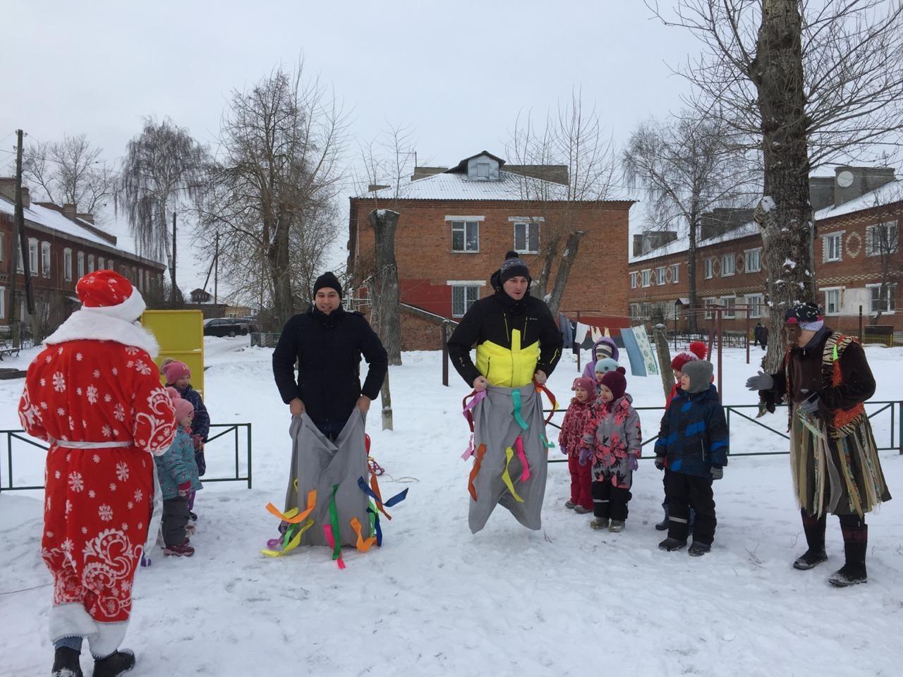Дед Мороз и Снегурочка продолжают поздравлять коломенцев с праздниками