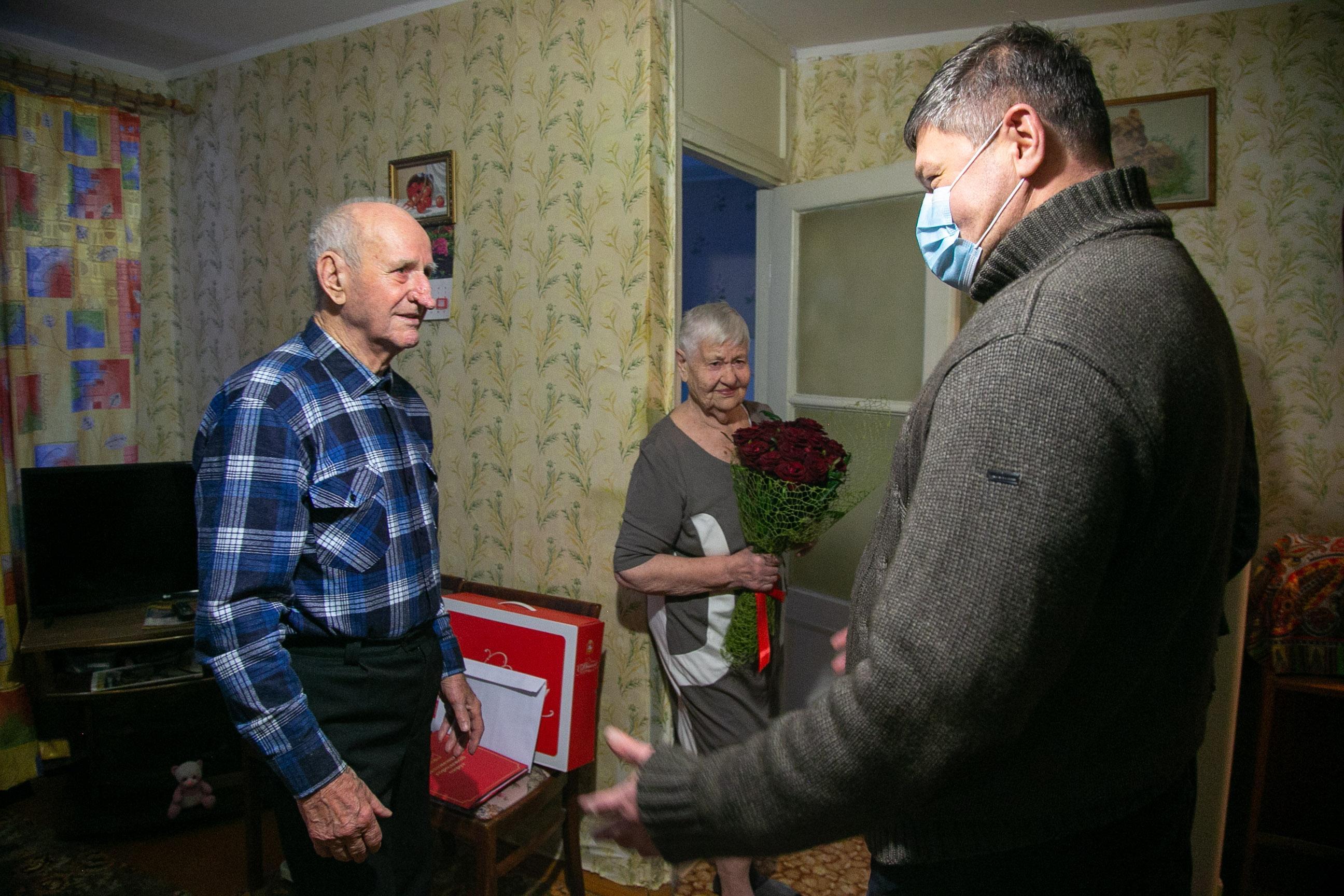 Денис Лебедев поздравил коломенского долгожителя с юбилеем