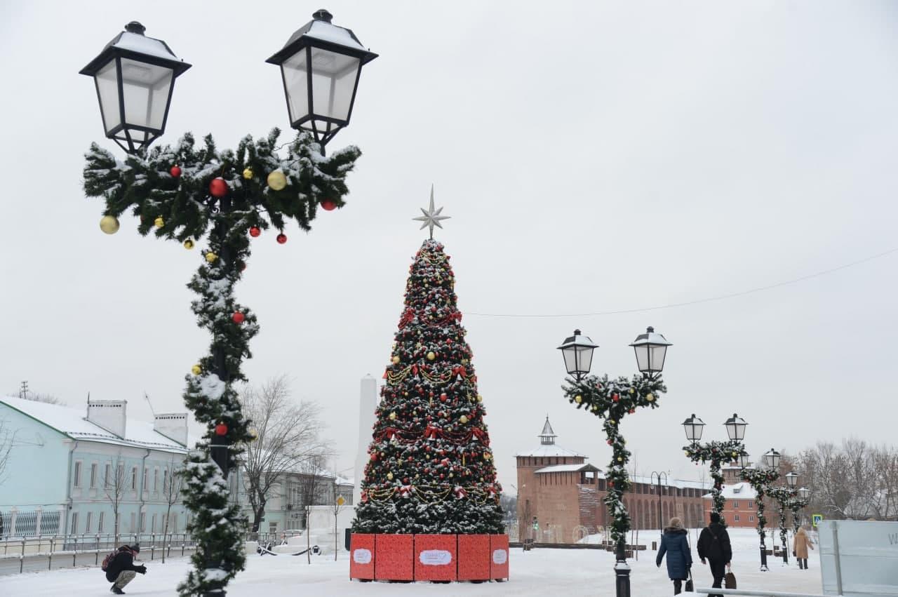 Новогоднее убранство на коломенских улицах частично останется до конца января