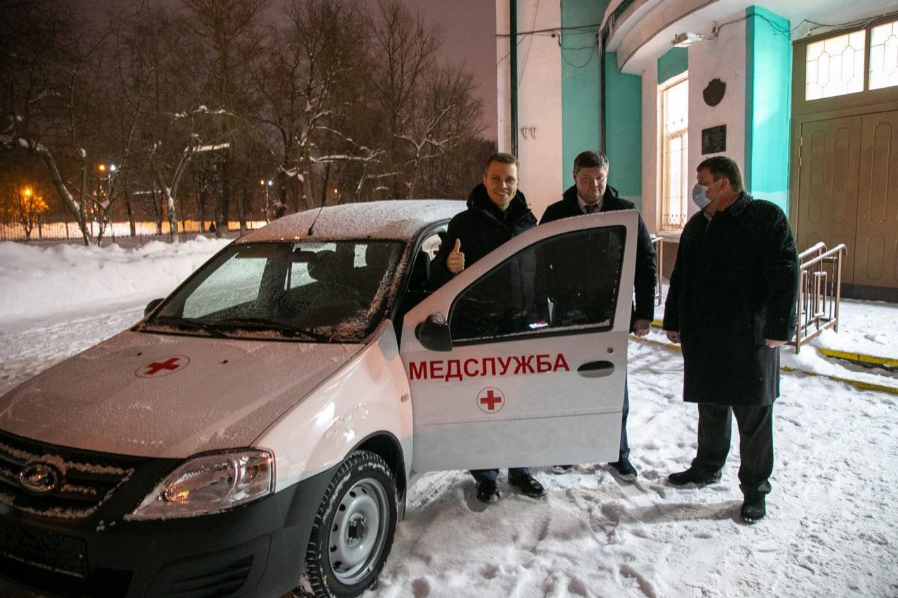 Никита Чаплин и Денис Лебедев осмотрели новые машины для оказания неотложной медицинской помощи