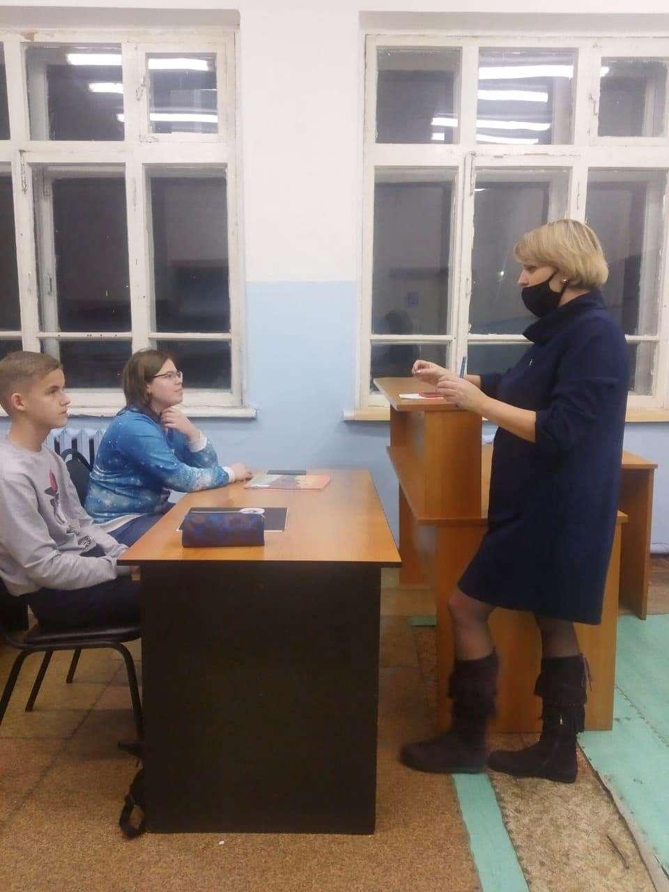 В службе сопровождения замещающих семей в Озёрах провели занятие для подростков «Как подготовиться к самостоятельной жизни»