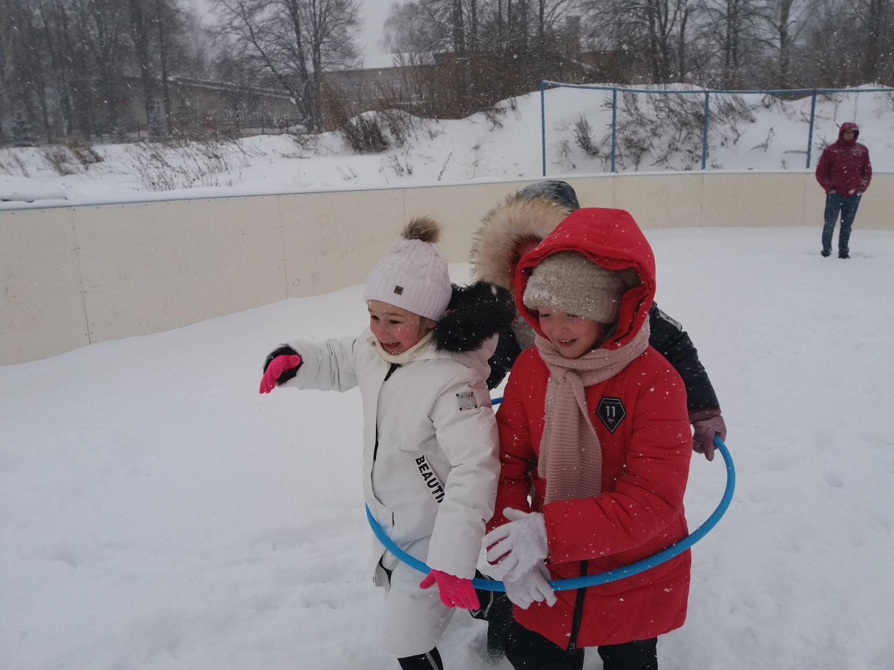 На «Зимние забавы» пригласили культработники из Редькино юных жителей деревни