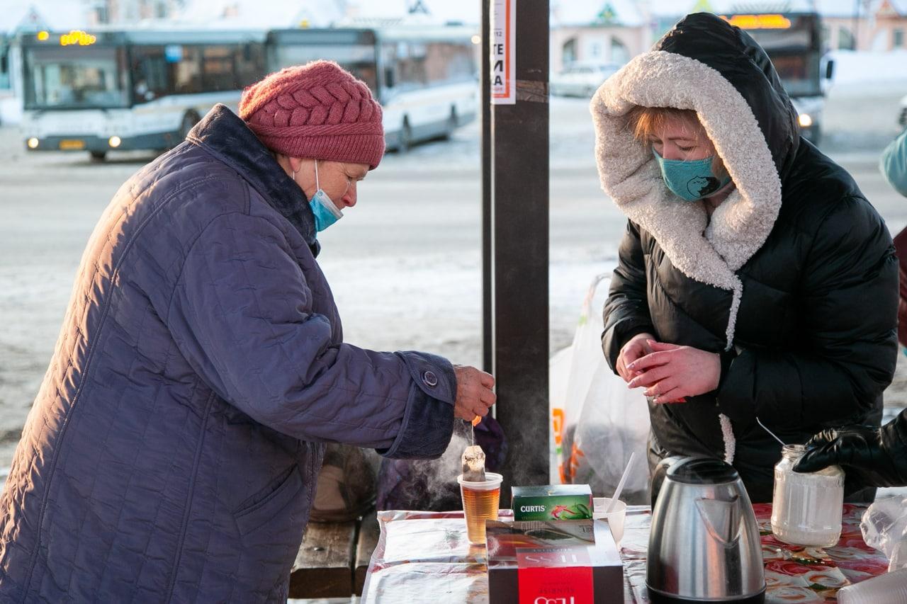 В Коломне пассажиров автобусов угощают бесплатным горячим чаем