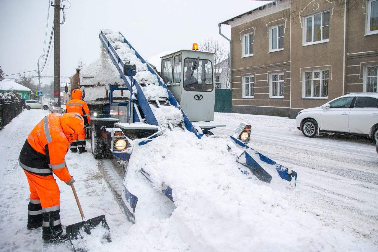 Более 100 единиц техники задействованы в Коломне и Озёрах на уборке территории после снегопада