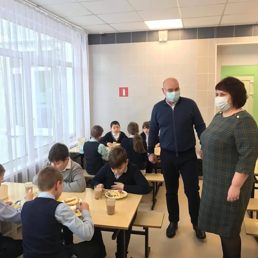 1613022521 sovetdeputatov kolomna 147421954 168674601463699 2256630839762723839 n - Депутаты проверили качество питания в школах Коломны и Озер