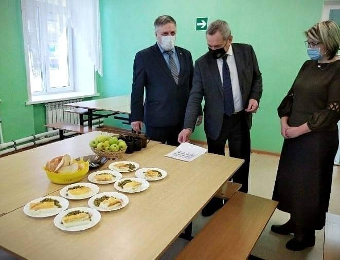 1613022555 sovetdeputatov kolomna 146259861 141909331099671 6902178382056651348 n - Депутаты проверили качество питания в школах Коломны и Озер