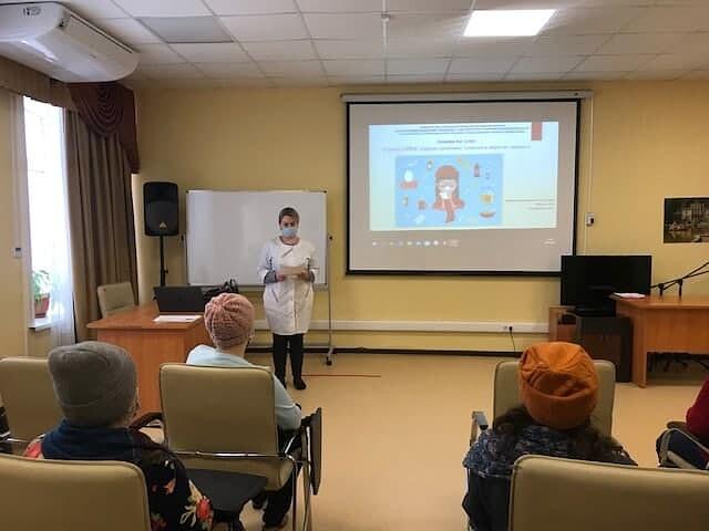 В Озёрском ЦСО возобновились занятия социальных работников в «Школе по уходу за пожилыми людьми и инвалидами»