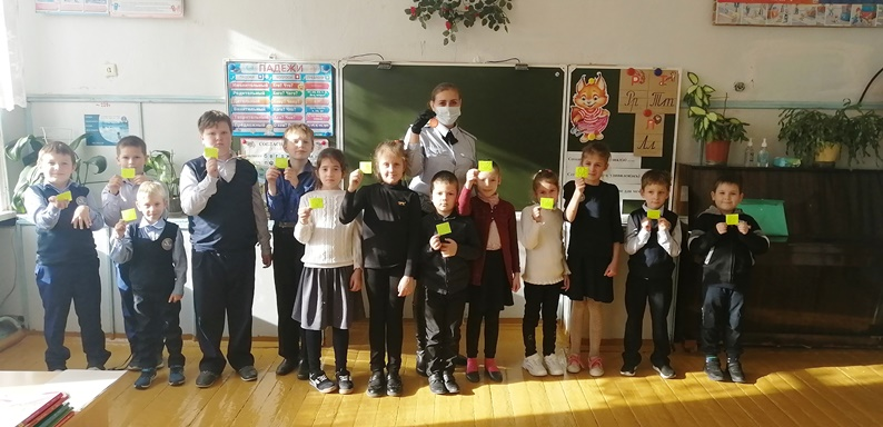 В Озёрах сотрудники Госавтоинспекции провели акцию «Чем ярче, тем безопаснее!» для воспитанников детского сада