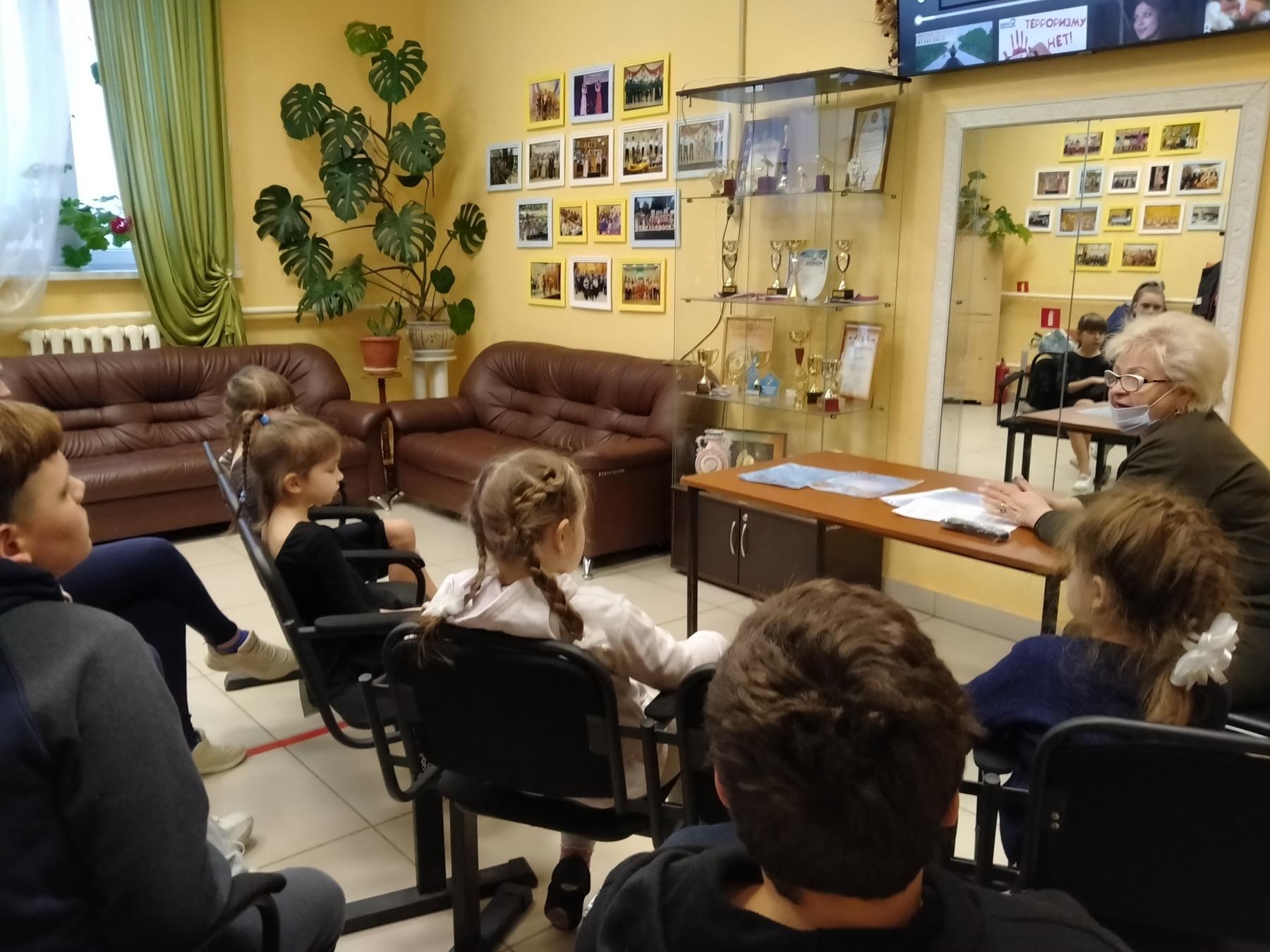 Культработники из Емельяновки провели семинар для школьников «Мы должны спасти будущее»