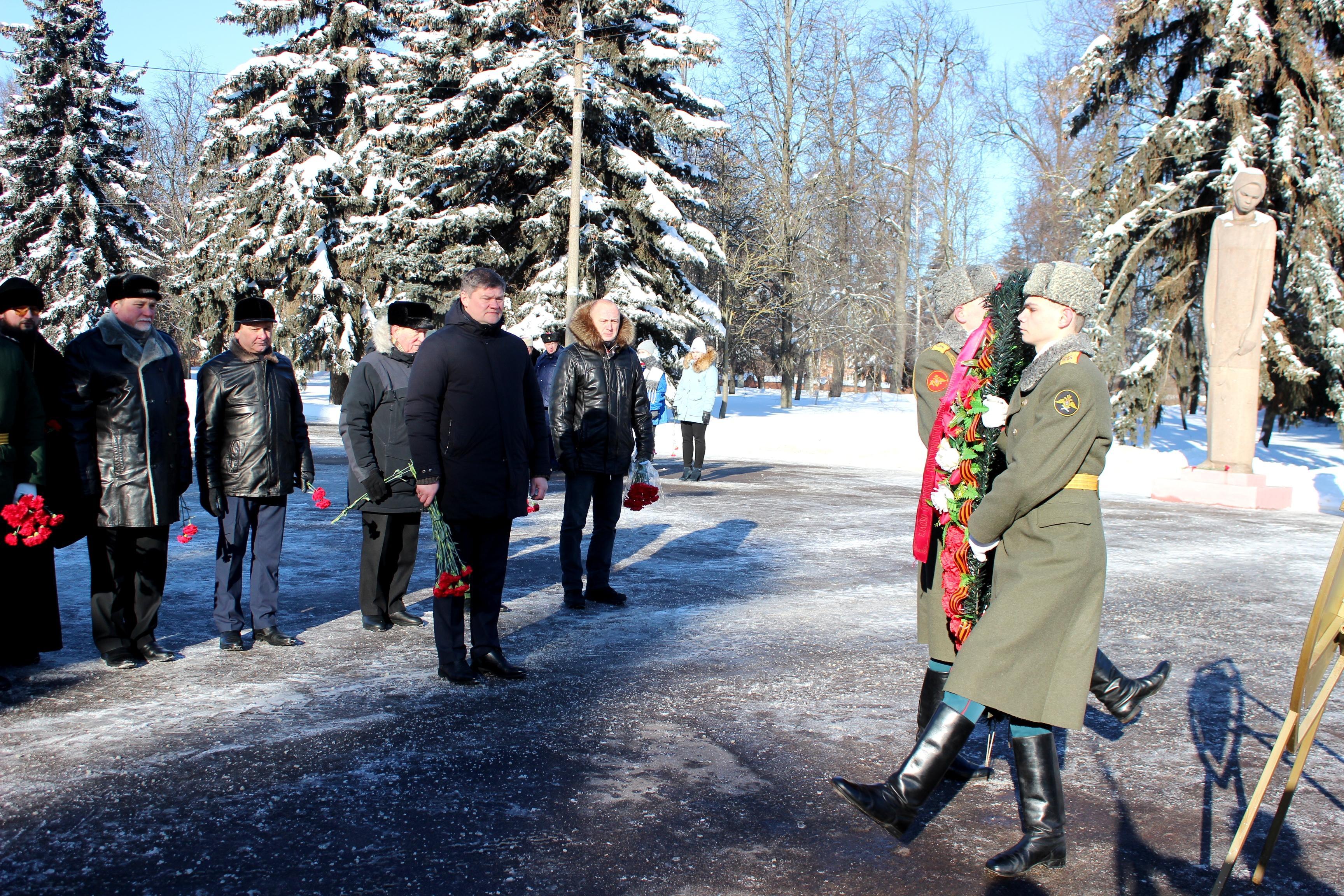 В День защитника Отечества в Коломне возложили цветы и венки к Вечному огню