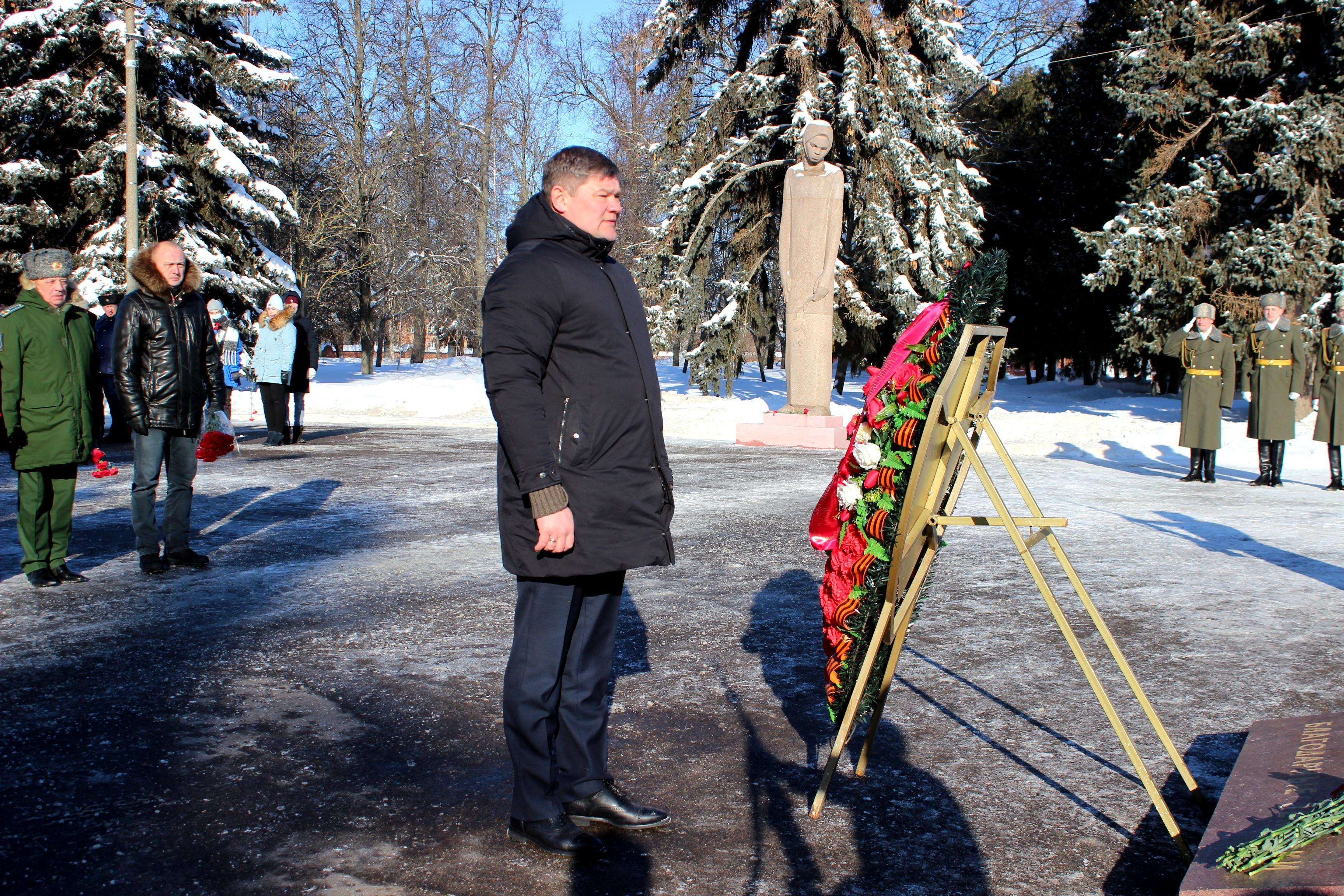 1614090653 img 6896 - В День защитника Отечества в Коломне возложили цветы и венки к Вечному огню