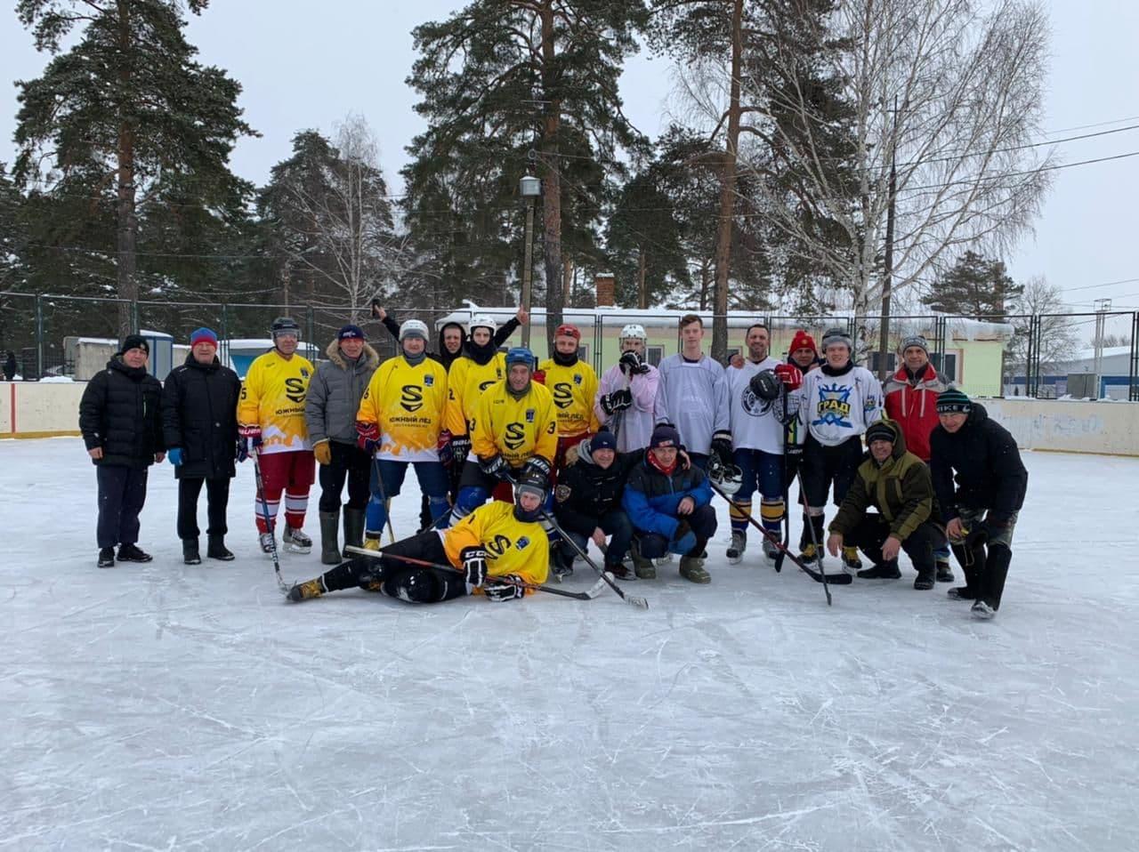 КОЛОМНАСПОРТ - Спорт в Коломне Турнир по хоккею в формате «три на три» провели на открытом льду в Озёрах