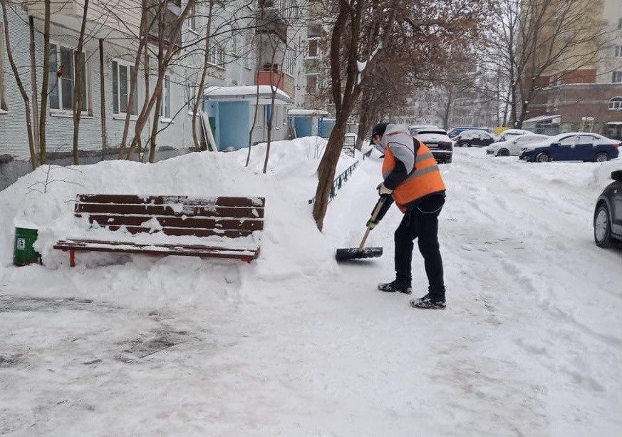 Коммунальные службы округа устраняют последствия капризов погоды