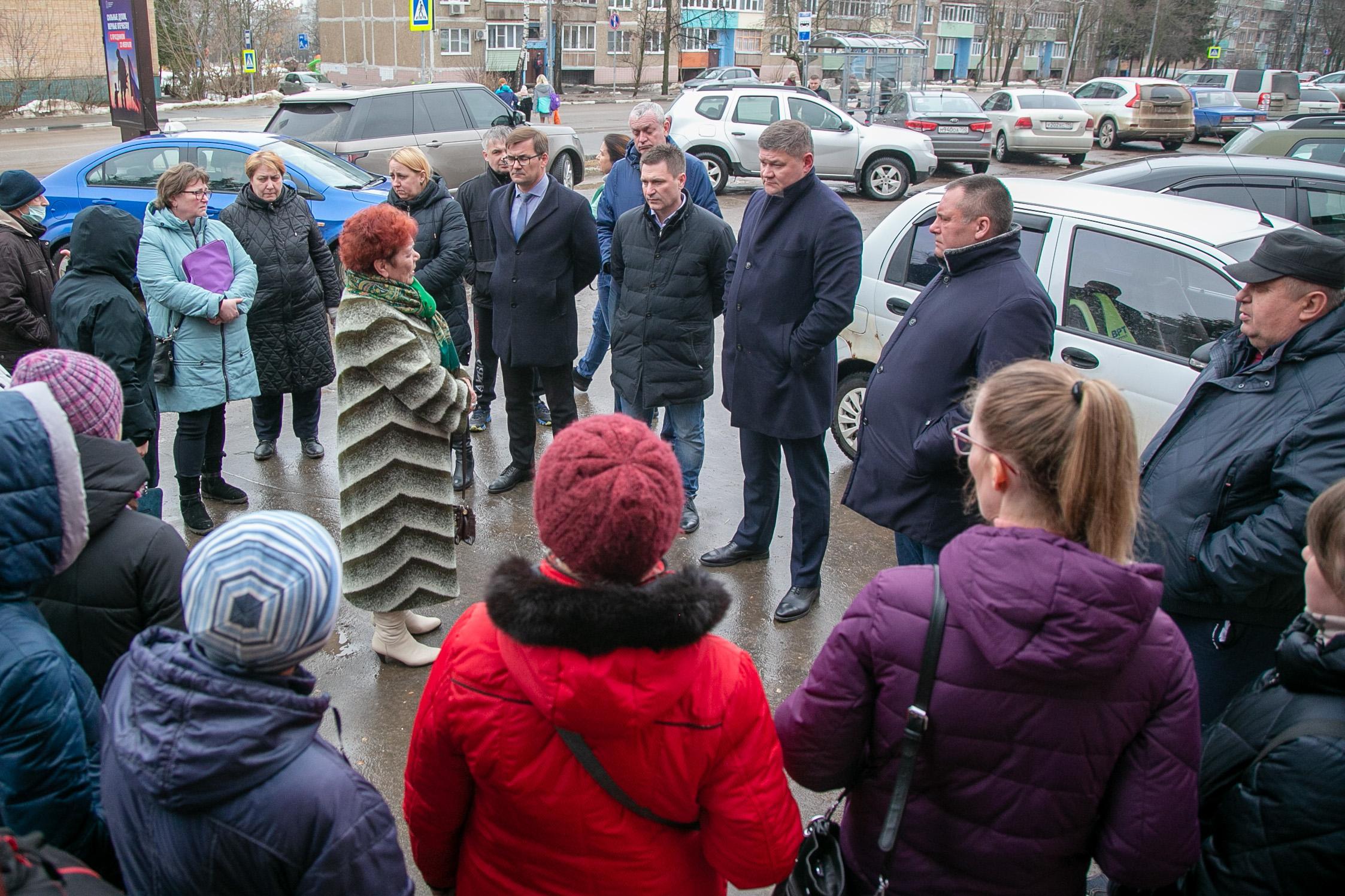 Глава округа встретился с жителями микрорайонов в городе Озеры