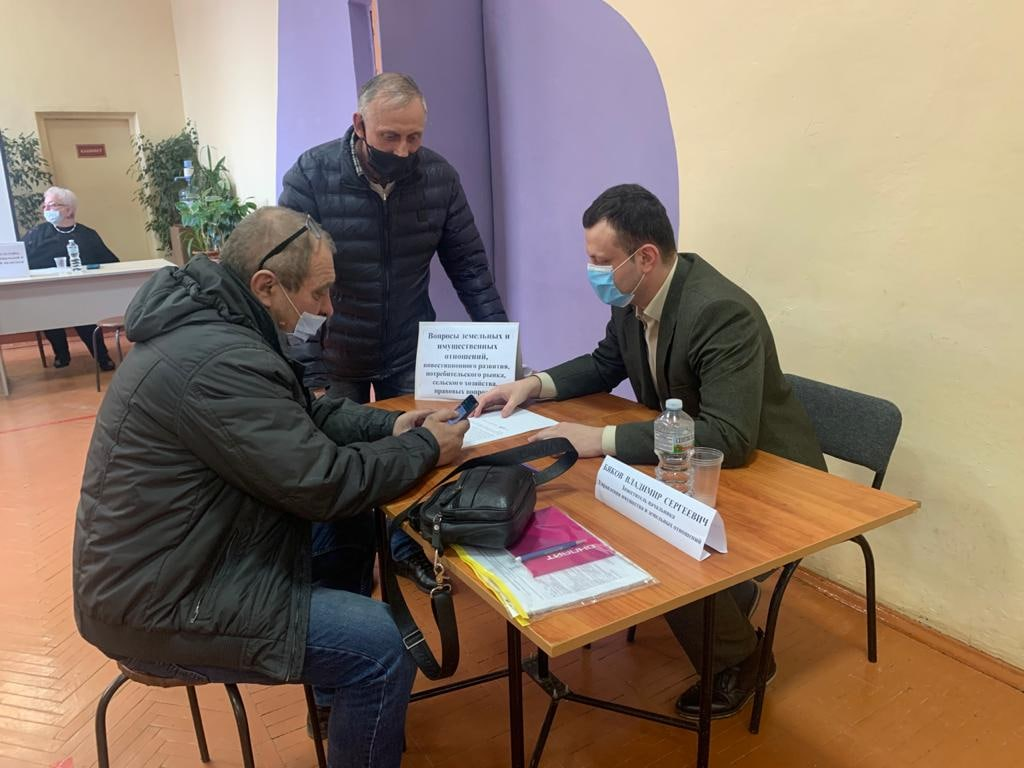В селе Пирочи провели выездной прием граждан