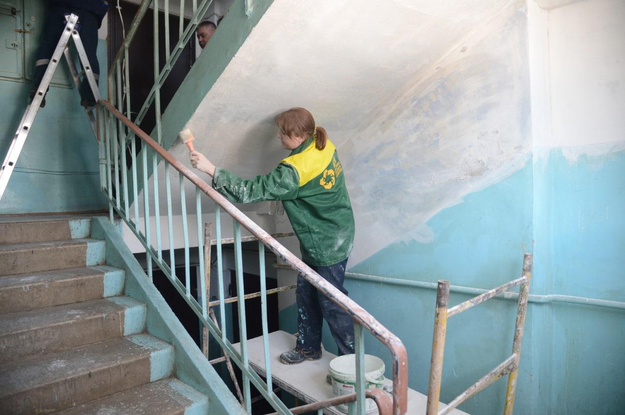 Департамент городского хозяйства приступил к косметическому ремонту подъездов
