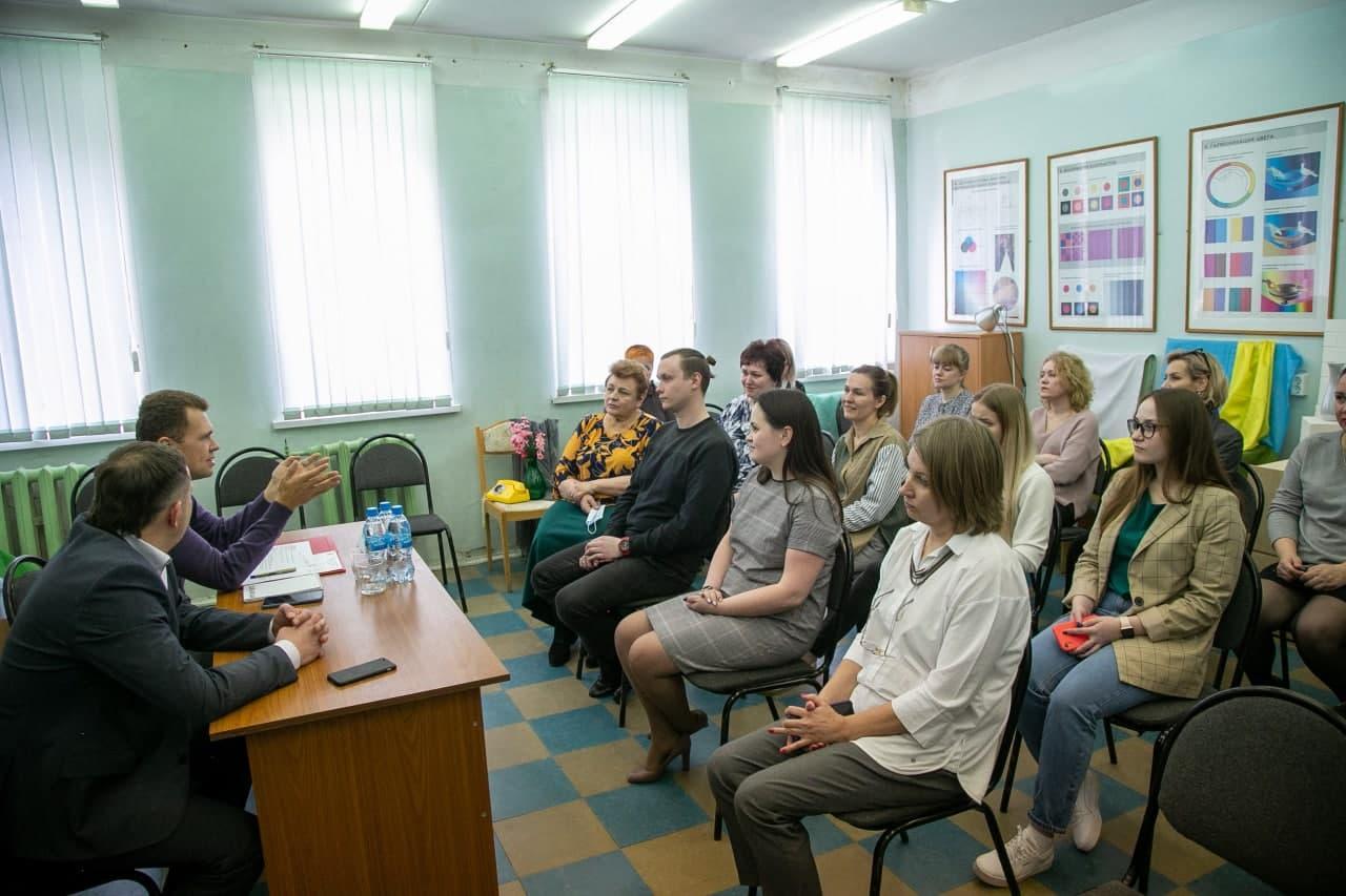 Первый зампред Мособлдумы встретился с коллективом коломенской художественной школы
