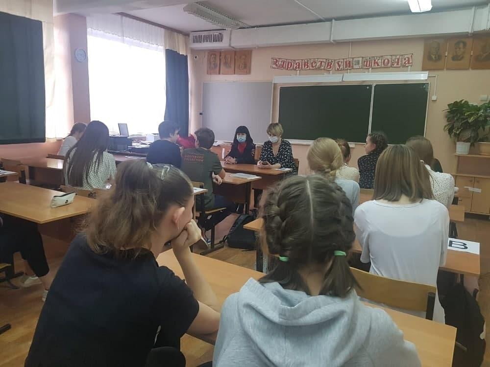 Лекцию для школьников из Озер «Твой выбор» провели полицейские