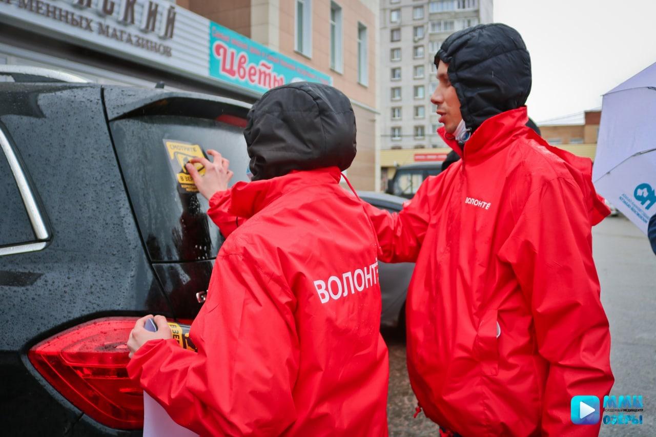 В Озёрах сотрудники ГИБДД провели акцию «Смотрите в зеркала!»