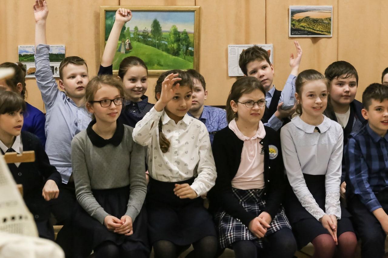 Об истории озерских ткачей рассказали школьникам