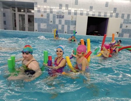 КОЛОМНАСПОРТ - Спорт в Коломне Озёрские пловцы провели веселую эстафету