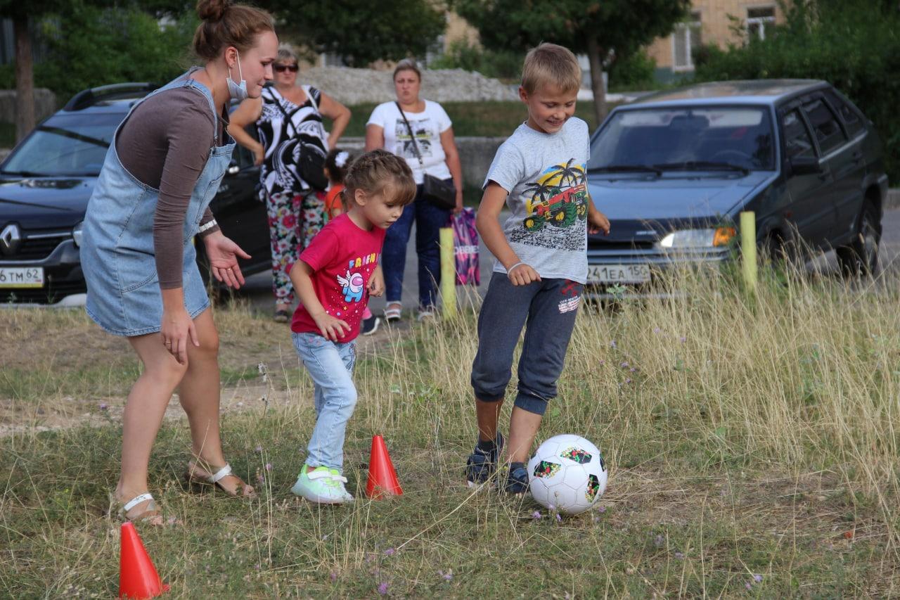 Развлекательную программу «Игры нашего двора» провели для озёрских детей