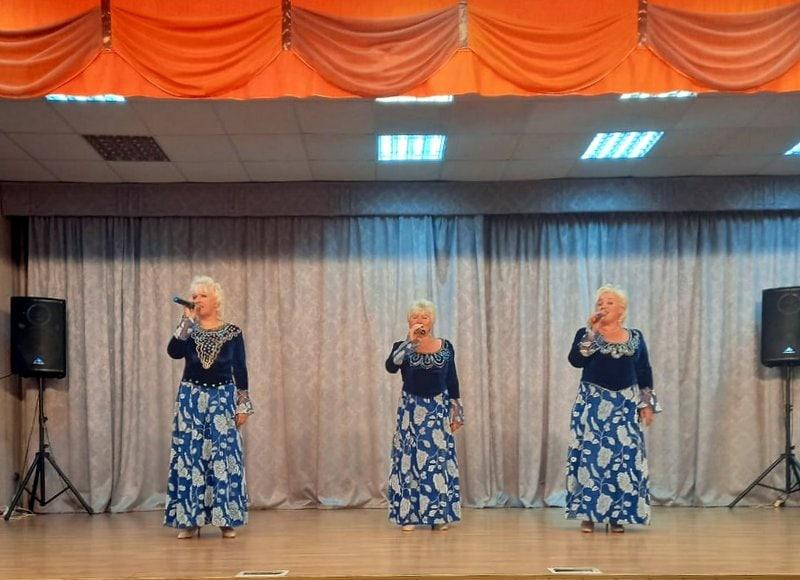 Выездной концерт озёрского вокального коллектива