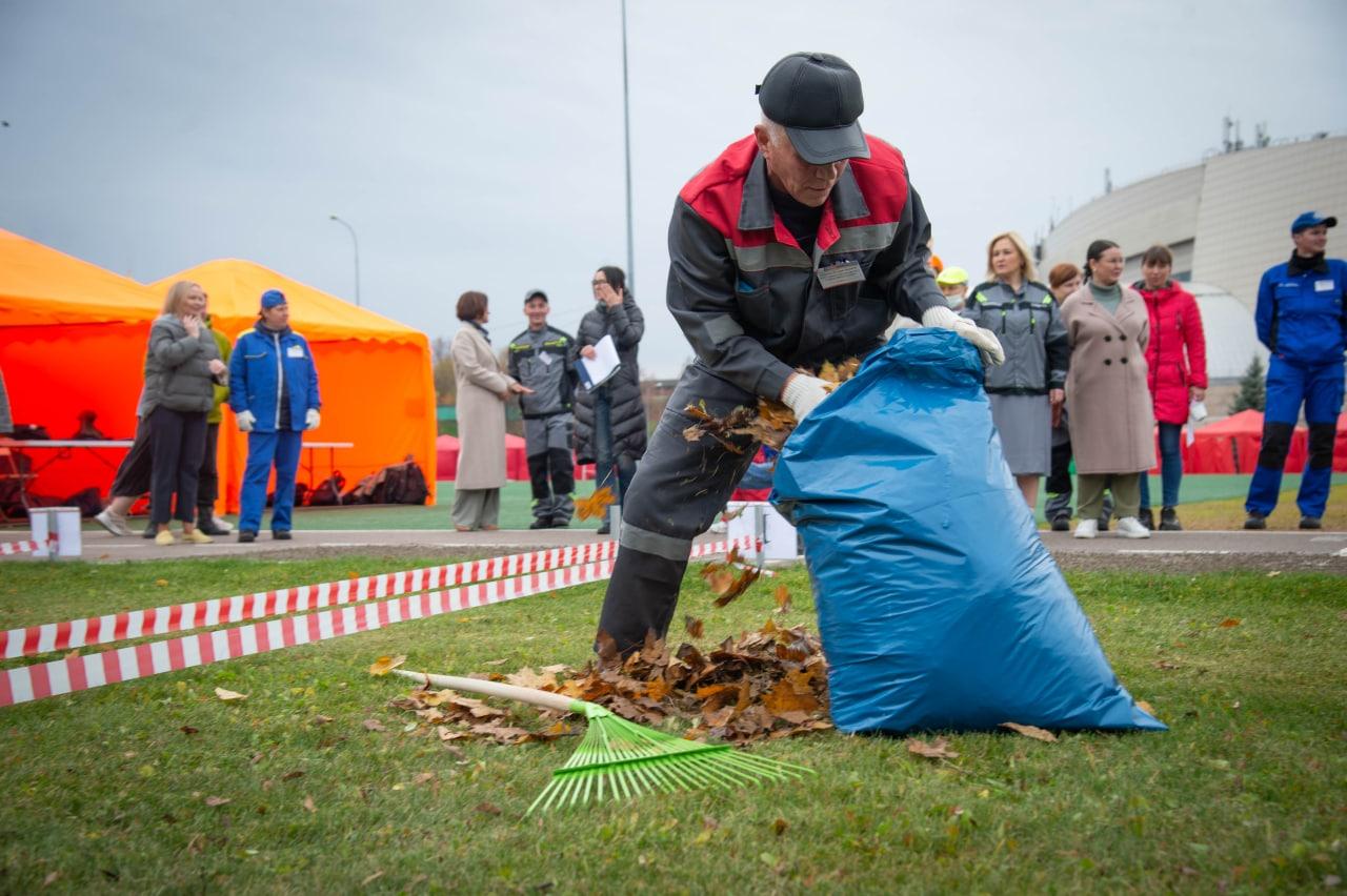 У работников комплексной уборки на пути к победе в конкурсе «Лучший по профессии» стояли листва и гравий