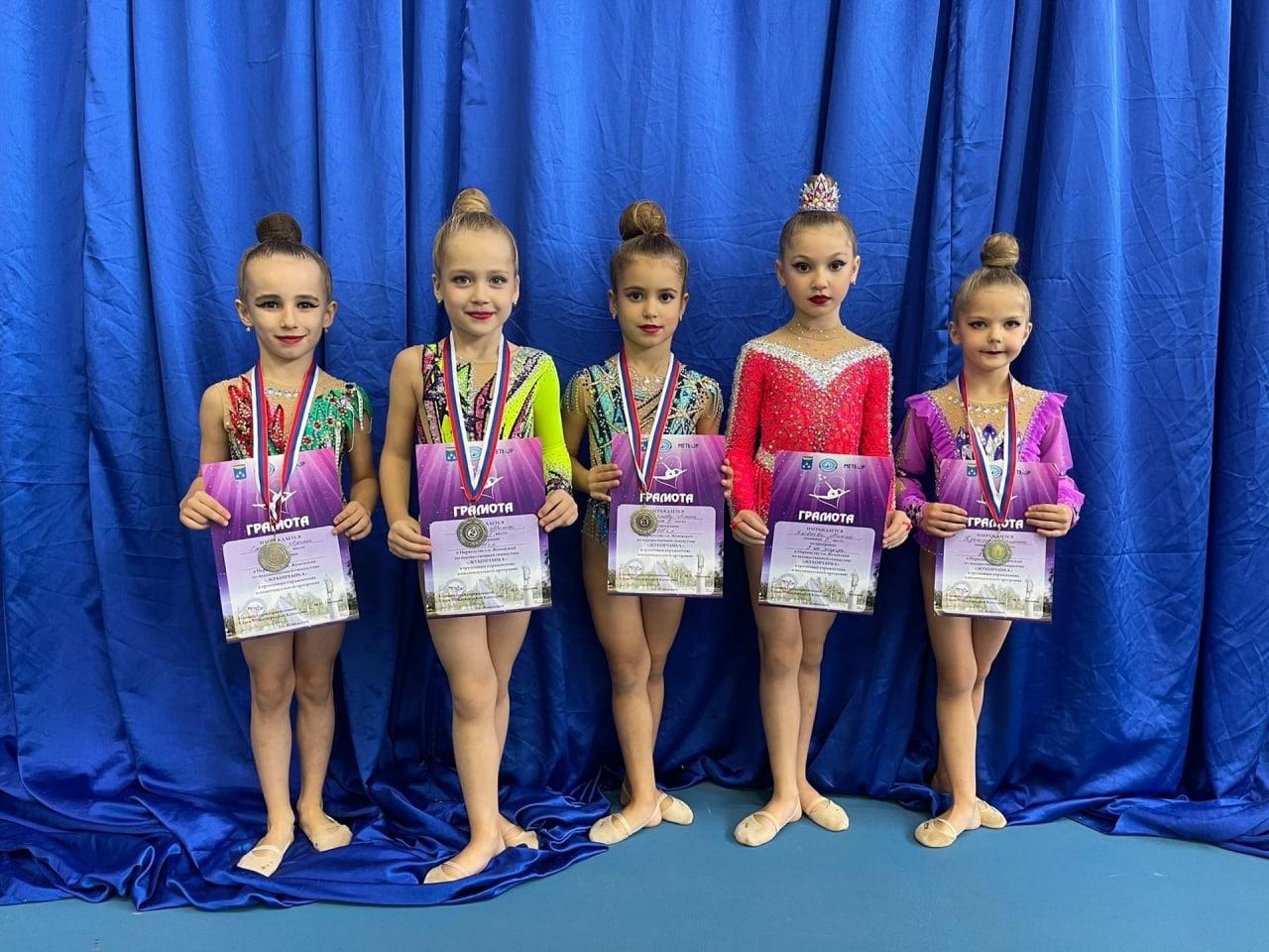Очередные награды привезли гимнастки из Озёр с открытого первенства