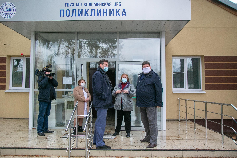 Александр Гречищев провел осмотр здания поликлиники в поселке Радужный