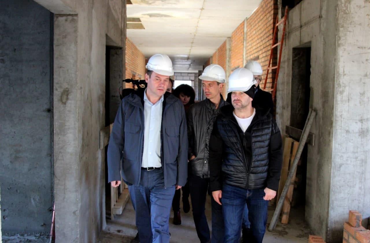 Ход строительства поликлиники в Подлипках проверил врип главы округа